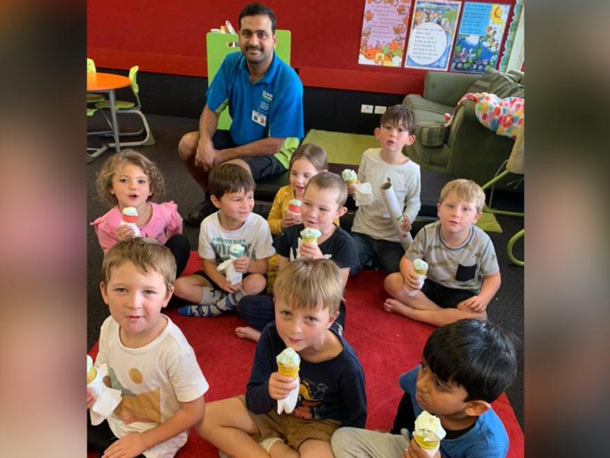 School children eating ice creams